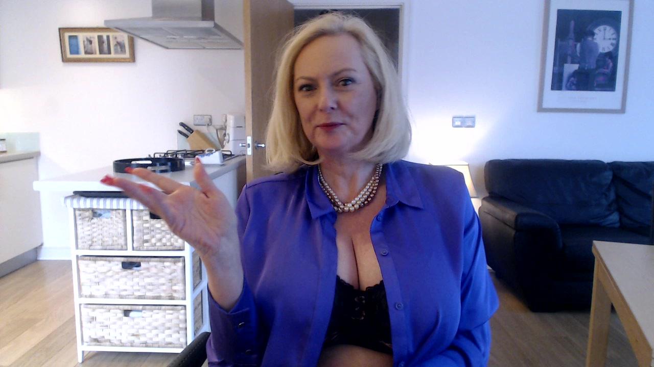 Model - Courtesan Annabel mature